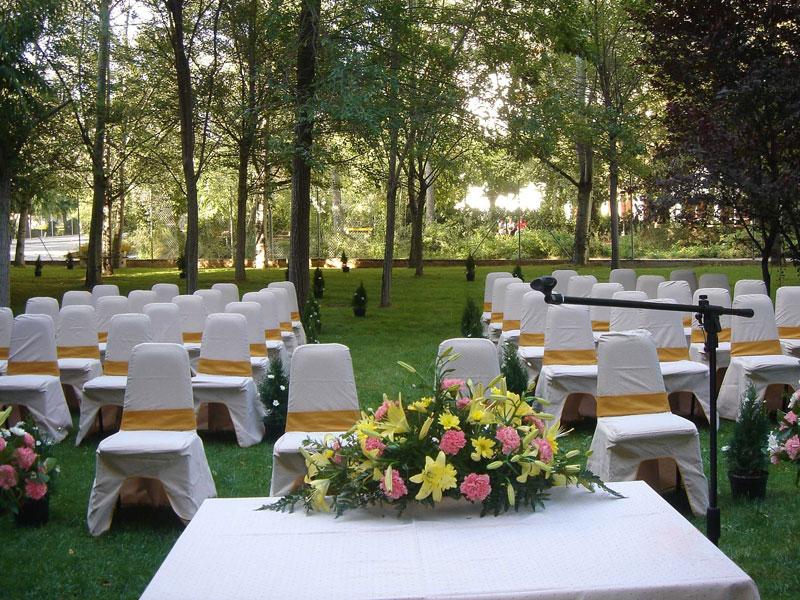 Te quieres casar conimgo si pero en balneario sicilia for Bodas en el jardin botanico medellin